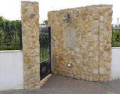 Greek entrance into the courtyard — Stock Photo