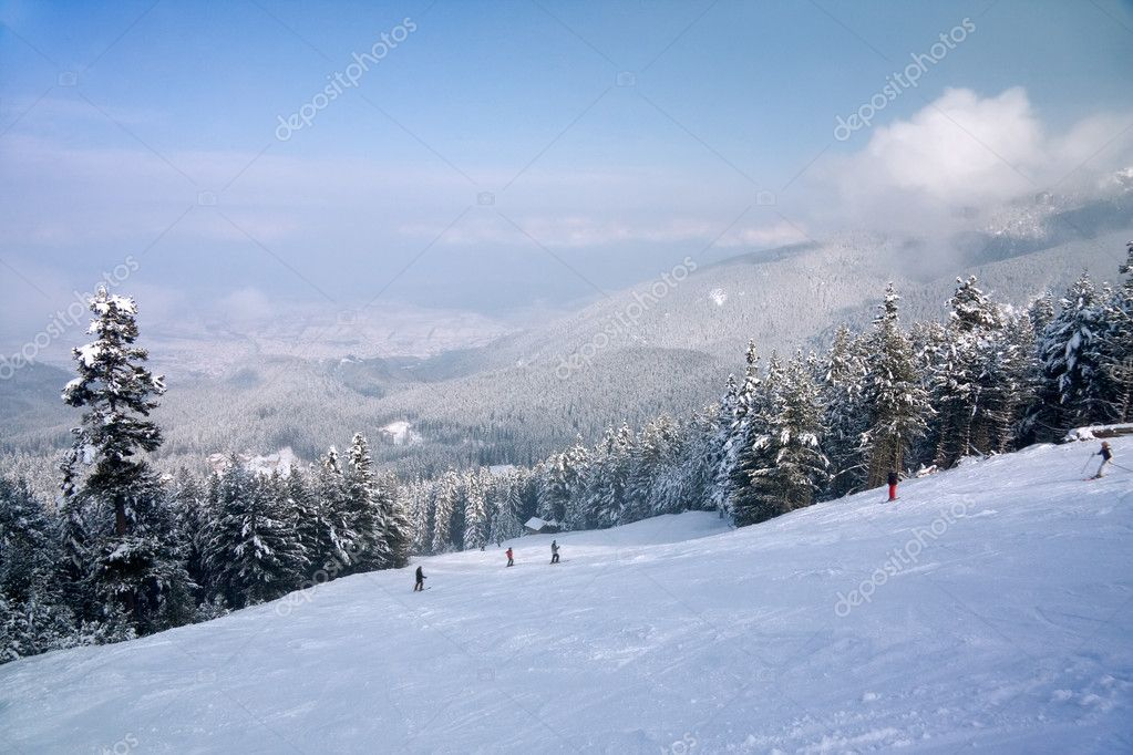 Ski slope and winter mountains panorama. Resort Bansko, Bulgaria — Stock Photo #3322659