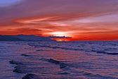 Puesta de sol de mar en la costa de borneo. — Foto de Stock