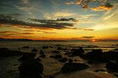Morze zachód słońca. borneo. — Zdjęcie stockowe