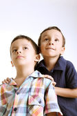 Kids looking up — Stock Photo
