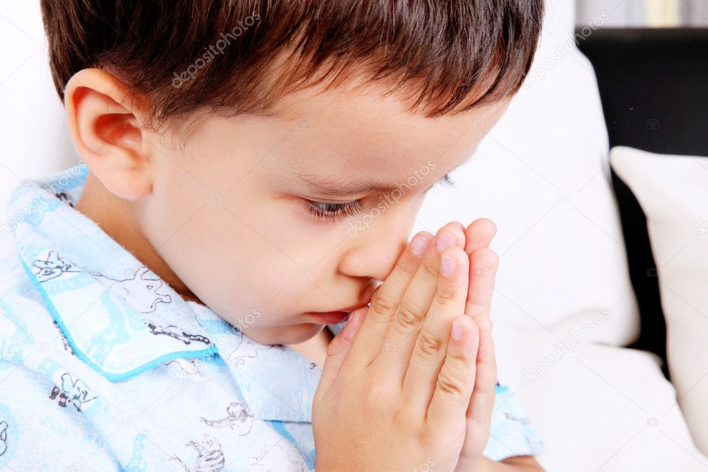 Child with his hands in prayer position — Stock Photo #2986334