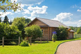 Wooden country house — Stockfoto