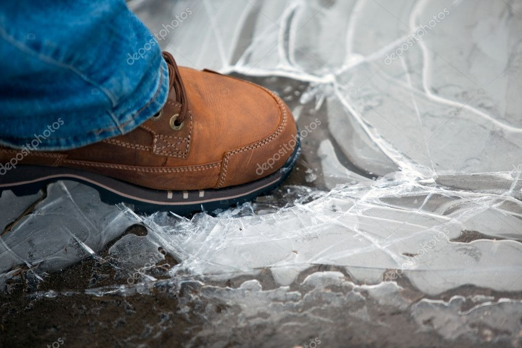 Men leg in shoe crushing thin ice. horizontal shot — Stock Photo #3795835