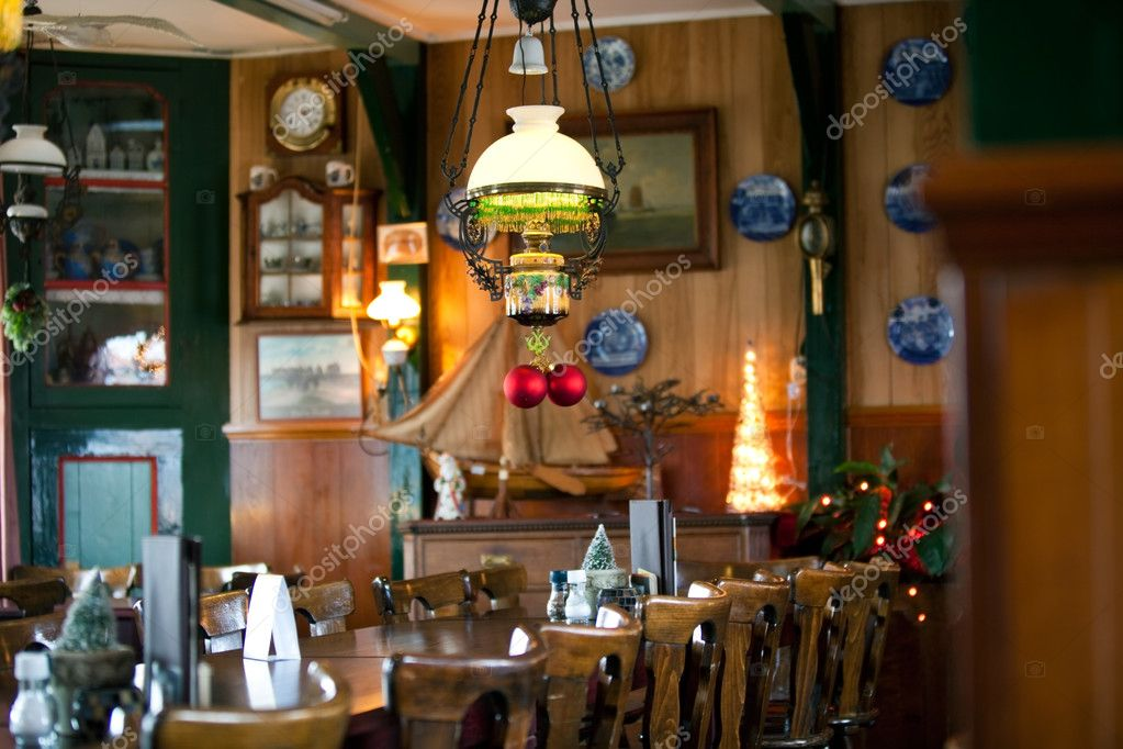 Cozy restaurant new year decoration — stock photo