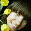 Young woman with bouquet of tulips — Stockfoto