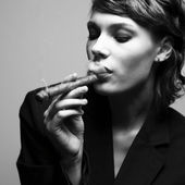Elegant smoking woman — Stock Photo