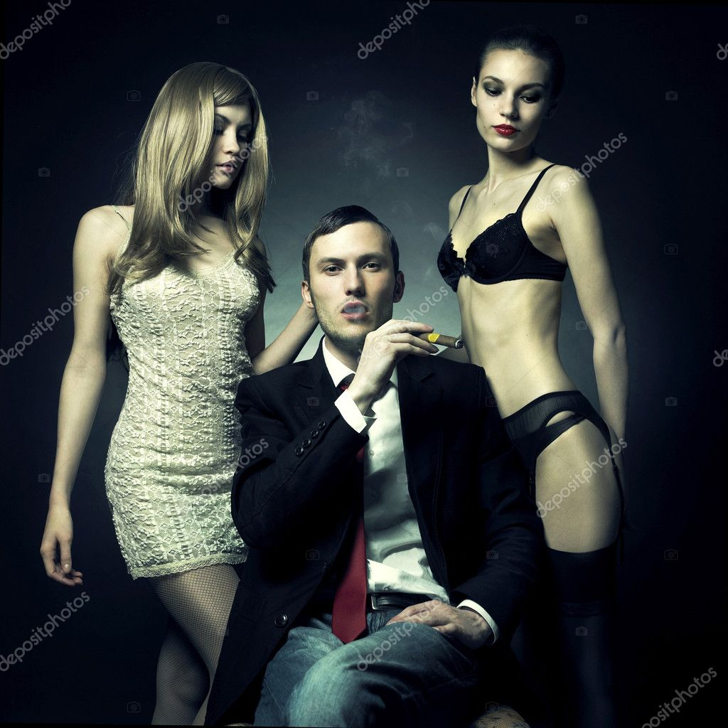 Fashion photo of handsome man and two women — Foto de Stock   #2953003