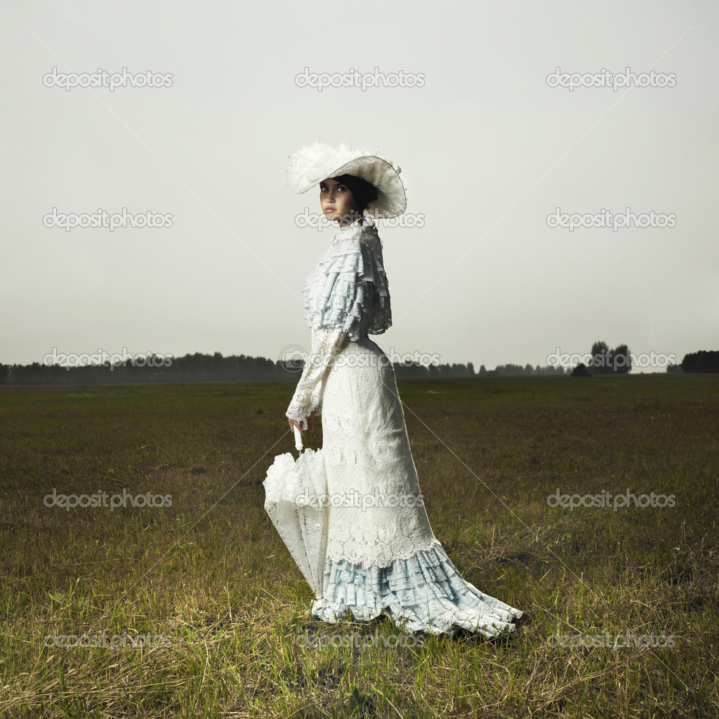 Slender woman in vintage dress for promenade — Stock Photo #3581859