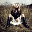 Blond girl in wheat — Stockfoto