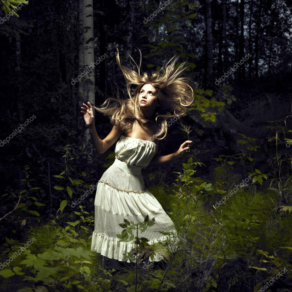 Секс девушки в сказочном лесу онлайн 8 фотография