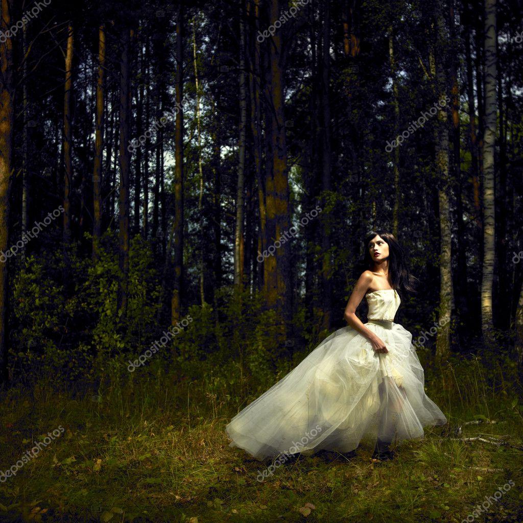 Секс девушки в сказочном лесу онлайн 22 фотография