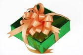 Presente com laço laranja verde — Foto Stock