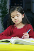 Child doing her homework — 图库照片
