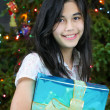 Teen girl with presents — 图库照片