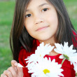 Girl plucking daisies — Stock Photo