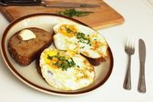 Toast with fried egg with chives — Stock fotografie
