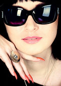Fashion woman portrait wearing sunglasses — ストック写真