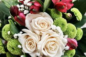 Bouquet of white roses and decoration — Stock Photo