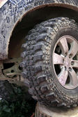 Coche sucio ruedas offroad — Foto de Stock
