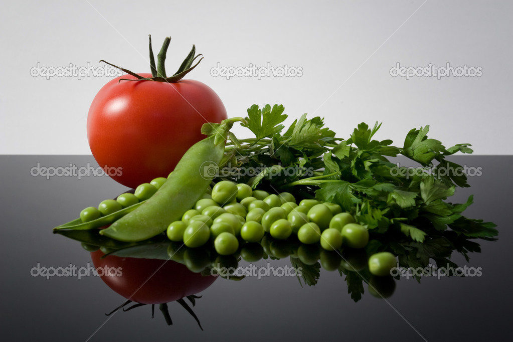 Fresh garden vegetables reflexion on black background — Stock Photo #3566949