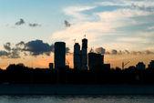 Coucher de soleil lumineux urbain — Photo