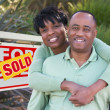 ������, ������: Happy Couple in Front of Sold Sign