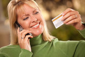 Woman with Credit Card and Phone — Stockfoto