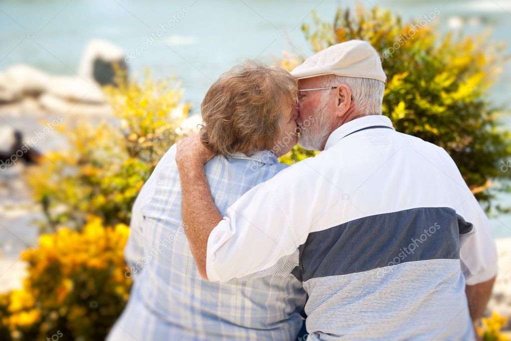 Happy Senior Couple Kissing Each Other in The Park. — Stock Photo #3062022