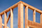 Новая рамка строительства жилого дома — Стоковое фото
