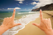 Hands Framing Polihale Beach on Kauai, Hawaii — Stock Photo