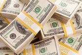 Hromádky deset tisíc dolarů v hotovosti — Stock fotografie