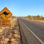 在澳大利亚的袋鼠警告标志 — 图库照片