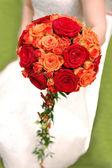 Kytice nevěsty hospodářství oranžové — Stock fotografie