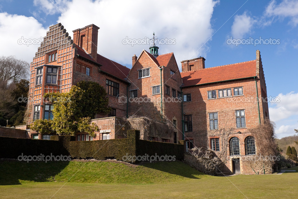 Chartwell, the house of Sir Winston Churchill in Kent,England — Stock Photo #2715638