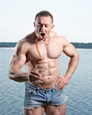 Muscular man with glass — Stock Photo