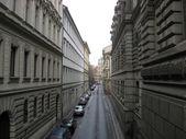 Visión de ángulo de un callejón en praga — Foto de Stock