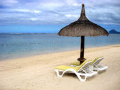 Tropical beach in Mauritius — Stock Photo