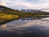 дикий пейзаж озера — Стоковое фото