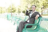Jovem empresária acenando — Foto Stock