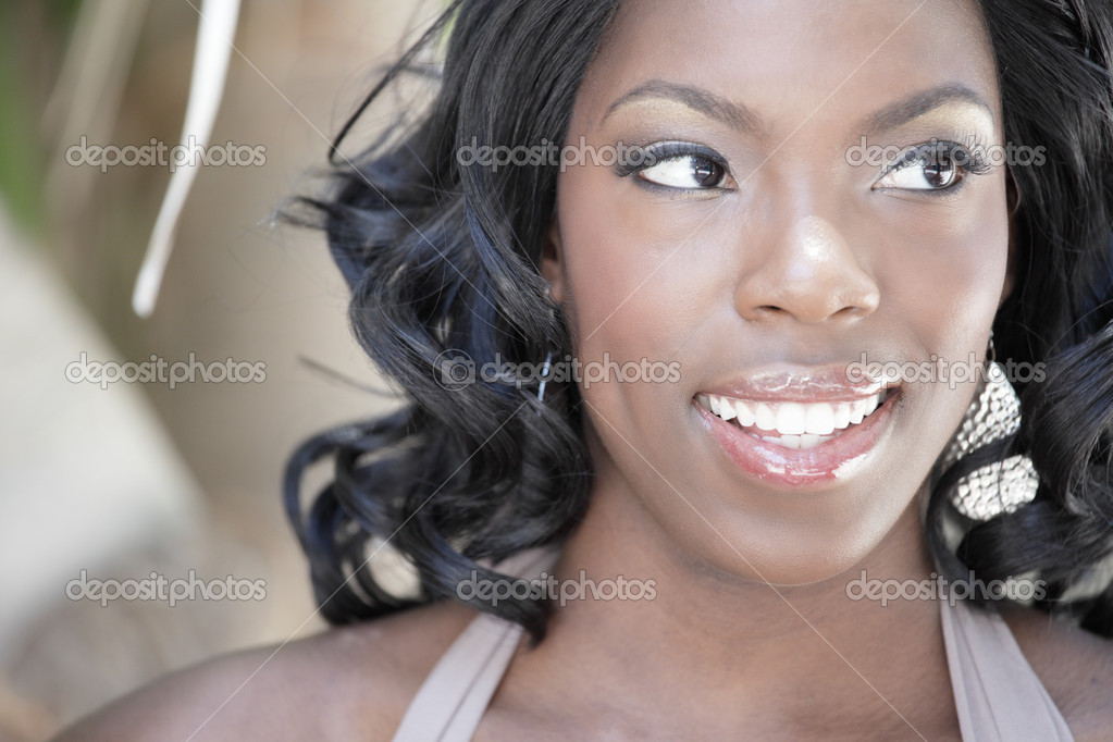 Headshot of a beautiful young black woman — Stock Photo #3220592