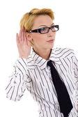 Kvinna lyssnande skvaller — Stockfoto