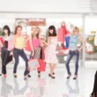 Group of friends shopping in a mall — Stock Photo