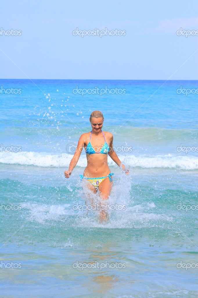 Energetic and satisfied woman on the beach in Greece — Stock Photo #2896135