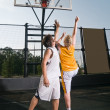 Shooting the basketball — Stock Photo