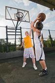 Teenagers playing basketball — Stock Photo