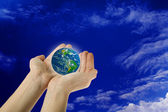 Holding the Earth — Stock Photo