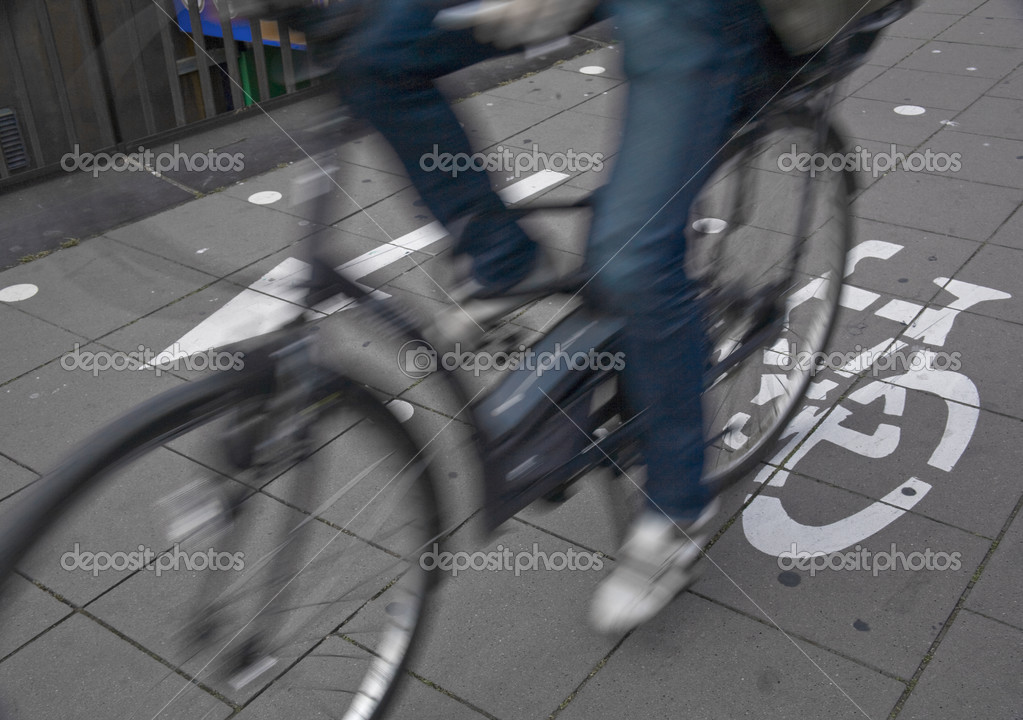 Speedy cyclist commuting on an urban cycleway. — Stock Photo #3777901