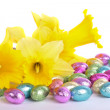 Daffodil flowers easter eggs isolated — Stock Photo