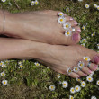 Woman feet enjoying a sunny day outd — Stock Photo